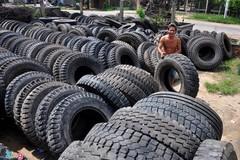 Những người mổ lốp ôtô ở Quảng Ngãi