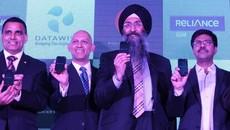 Ấn Độ ra mắt smartphone 45USD, dùng Internet không giới hạn