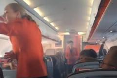 Máy bay Jetstar bốc khói mù mịt, hạ cánh khẩn cấp