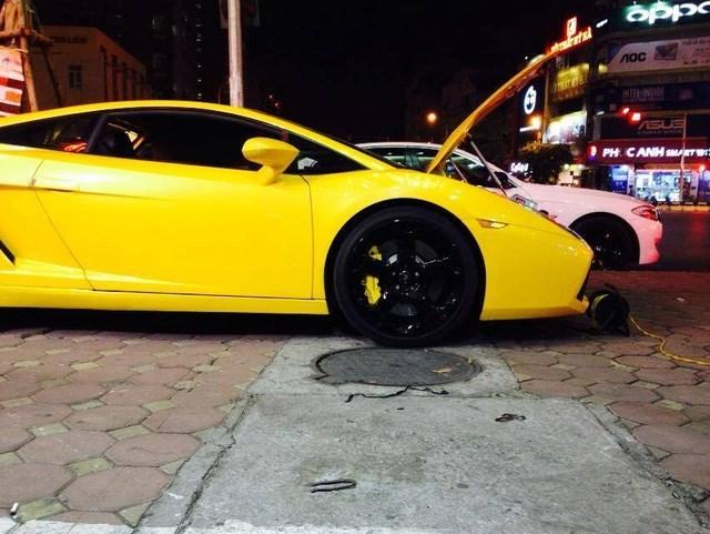 Siêu xe Lamborghini rao bán 1,4 tỷ trên vỉa hè Hà Nội