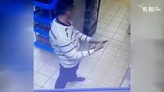 Chiêu trộm rượu trong siêu thị gây sốc nhất năm