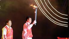Hoàng Xuân Vinh thắp sáng đài đuốc khai mạc ABG5