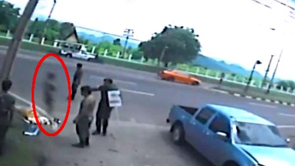 Người đàn ông mất 20 giây khiến cả thế giới ngả mũ