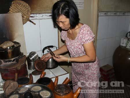 Độc đáo quán cà phê vợt gần 80 tuổi ở Sài Gòn