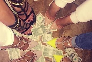 Cách tiêu tiền xa xỉ của hội cậu ấm cô chiêu Dubai