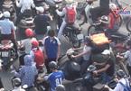 Cả làng lên Hà Nội bán kẹo lạc: Đường tắc đến thế kỷ sau