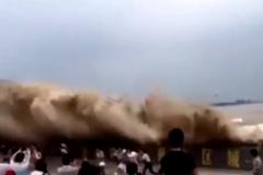 10 clip nóng: Đại hồng thuỷ quái vật 'nuốt chửng' hàng nghìn người