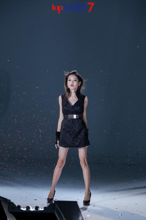 Cao 1,54m vẫn vào chung kết Vietnam's Next Top Model