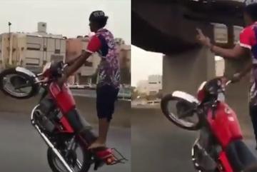 Cú sốc đau đớn của tay chơi bốc đầu xe máy bằng 1 tay