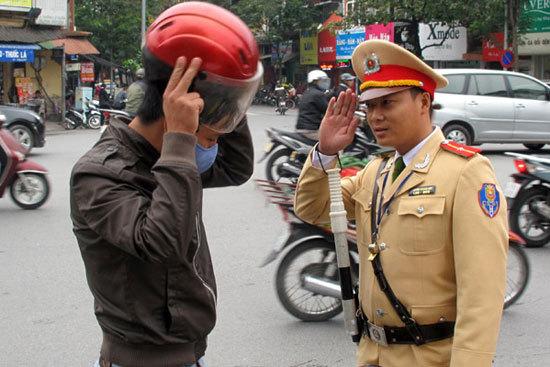 Nguy cơ đi tù vì lỡ tay tát... cảnh sát giao thông