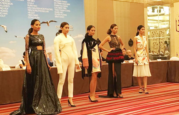 Hoa hậu Giáng My trình diễn thời trang tại Hà Nội