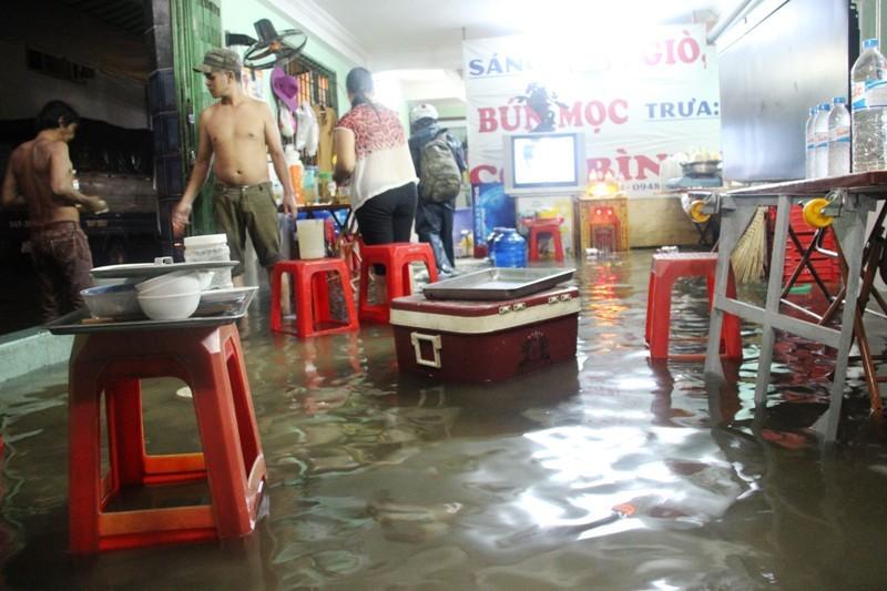 mưa ngập, ngập, tắc đường, ngập lụt, sài gòn, chết máy, ô tô