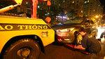 Người Sài Gòn trắng đêm sửa xe, tát nước cứu tài sản