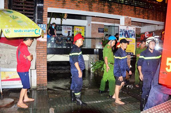 Hơn 1.000 xe máy chìm trong bãi giữ xe giữa Sài Gòn