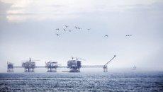 Thiếu tiền, hút thêm 1 triệu tấn dầu thô để bán