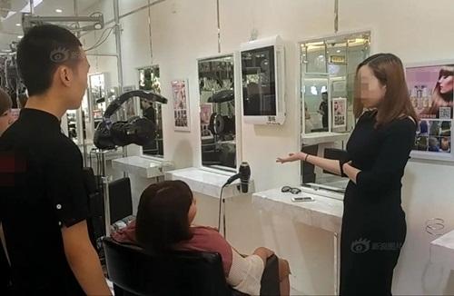 Gái xinh TQ 'ném' 7 tỷ để tranh chỗ trong tiệm tóc