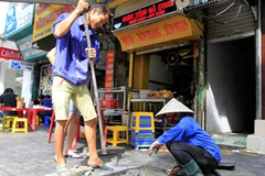 Vỉa hè Hà Nội: Thành phố yêu cầu lát đá, quận muốn lát gạch