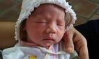 Hà Nội: Bé gái bị bỏ rơi cùng phong bì 835.000 đồng