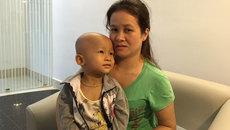 Con bệnh không tiền chữa, mẹ nghèo sống trong lo sợ
