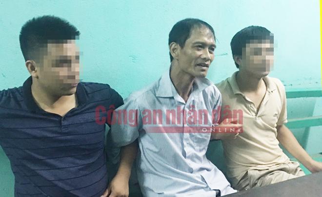 Tướng Hồ Sỹ Tiến hỏi cung nghi phạm gây thảm án Quảng Ninh