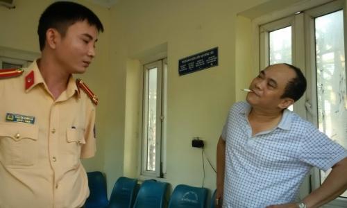 Phạt 'phóng viên' say xỉn đâm vào cổng UBND tỉnh 17 triệu đồng