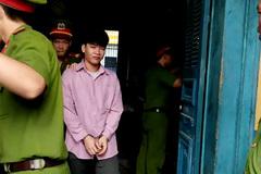 Mẹ chết lặng nhìn con trai bị tuyên án tử