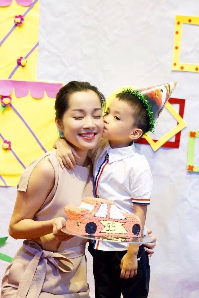Phản ứng bất ngờ của chồng Minh Hương trước cảnh nóng của vợ
