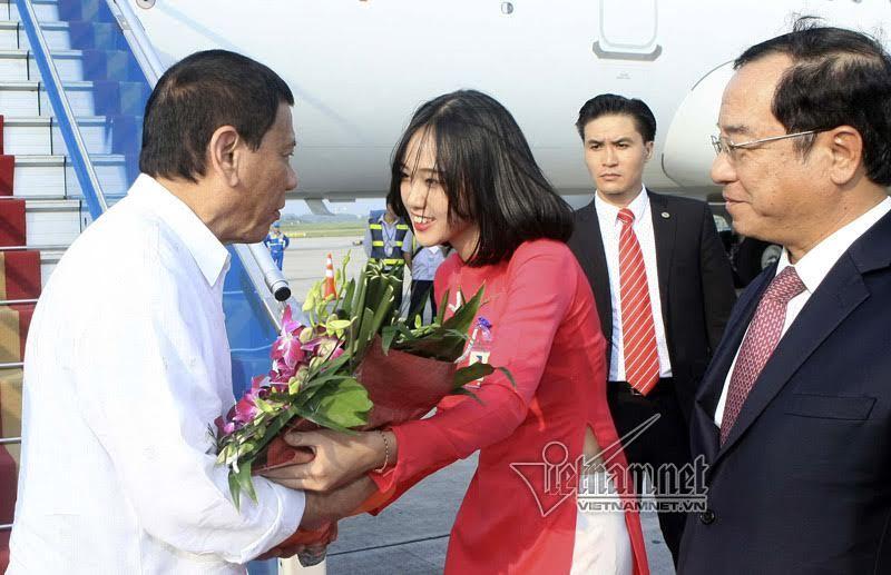 Tổng thống, Tổng thống Philippines thăm Việt Nam, Nội Bài