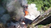 Xe rơ-moóc lật nhào bốc cháy, tài xế tử nạn