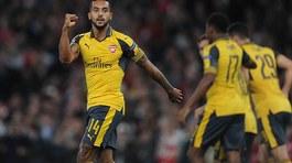 Theo Walcott lập cú đúp, Arsenal bỏ túi 3 điểm