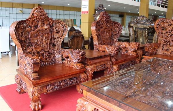 Bàn ghế cửu long, bộ bàn ghế cửu long, bộ bàn ghế đắt nhất việt nam, bàn ghế 2,6 tỷ đồng, bàn ghế gỗ cẩm lai