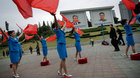 Triều Tiên lập đội cổ vũ lao động ở bến tàu, xe