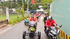 Màn rước dâu náo loạn đường phố Sài Gòn với dàn môtô cổ