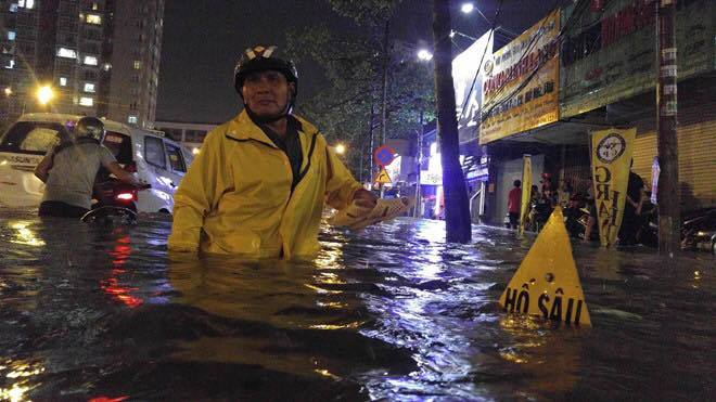Mưa ngập, rò điện chết người: Điều đáng sợ ở Sài Gòn