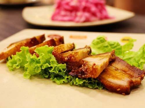Cách làm thịt heo quay da giòn bằng lò nướng tại nhà