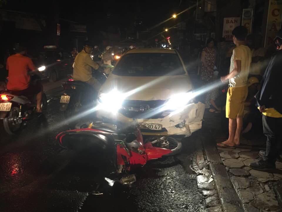 Hà Nội: Ô tô điên đâm 4 người bị thương