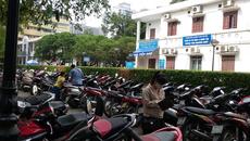 Bệnh viện Bạch Mai lùi thời hạn đóng bãi trông xe