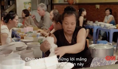 Miếng ăn miếng nhục, tự hào gì khi bún chửi Hà Nội lên CNN?