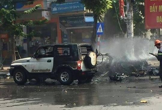 Nổ ô tô ở Quảng Ninh, 2 người chết cháy