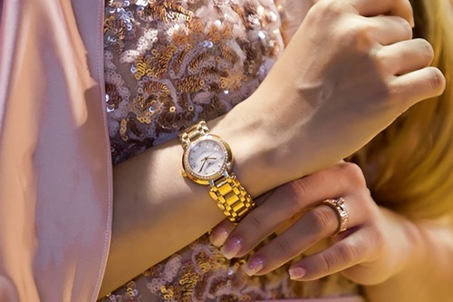Khánh Thi được chồng tặng đồng hồ nửa tỷ, Thùy Chi thay đổi ngoạn mục