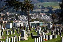 Kỳ lạ thị trấn người chết nhiều gấp nghìn lần người sống