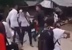 Học sinh từng bị phụ huynh của bạn đánh đã treo cổ tự tử