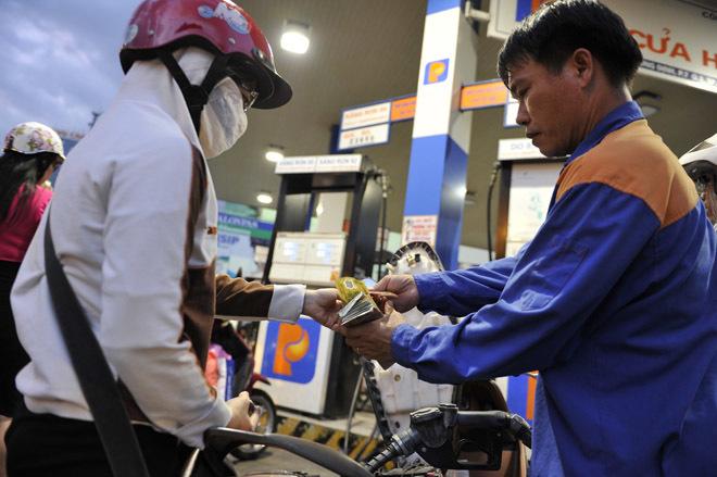 Giá xăng tăng lần thứ tư liên tiếp từ 16h30 chiều nay