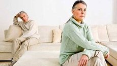 Bí mật của người vợ 10 năm 'quỳ lạy' chồng giữa đêm