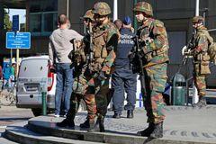 Cảnh sát Bỉ bị 'khủng bố' đâm dao