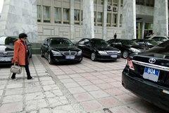 Thứ trưởng đi taxi, Bộ Tài chính cắt giảm lái xe riêng