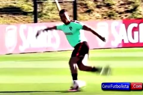Ronaldo ghi bàn thắng không tưởng