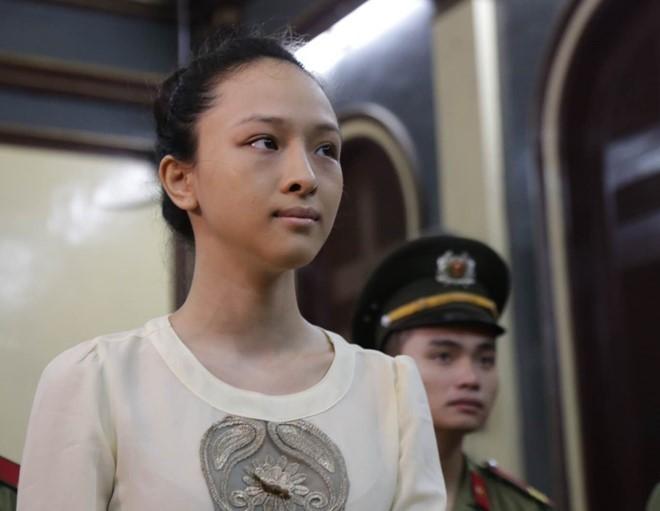 Hoa hậu Phương Nga dùng 'vũ khí' nào bảo vệ mình?