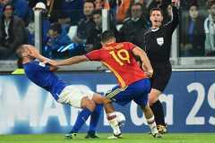 """Diego Costa gây hấn với """"bom tấn"""" chuẩn bị đến Chelsea"""