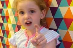 Bé gái 5 tuổi trở thành hiện tượng sau khi chỉ trích Thủ tướng Anh